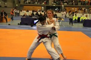 Judo Promotion Twente judoka Amaani Ruparelia wint van Annamarie de Bruin met ippon