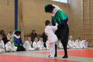 Judo Promotion Twente: Zwarte Piet gaat strijd aan met Levi Vallée