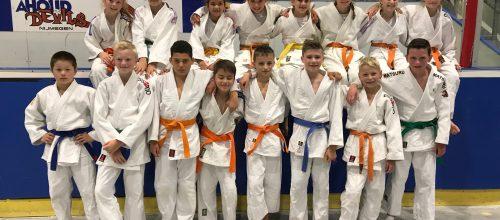 Judoka's genieten van het NK jeugd teams in Nijmegen.