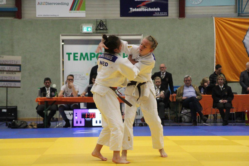 Linde Hanstede in strijd om brons tegen Ereni Bouwhuis