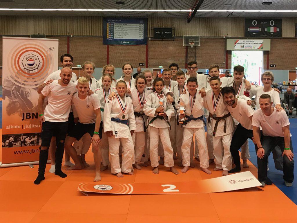 Groepsfoto prijswinnaars NK teams