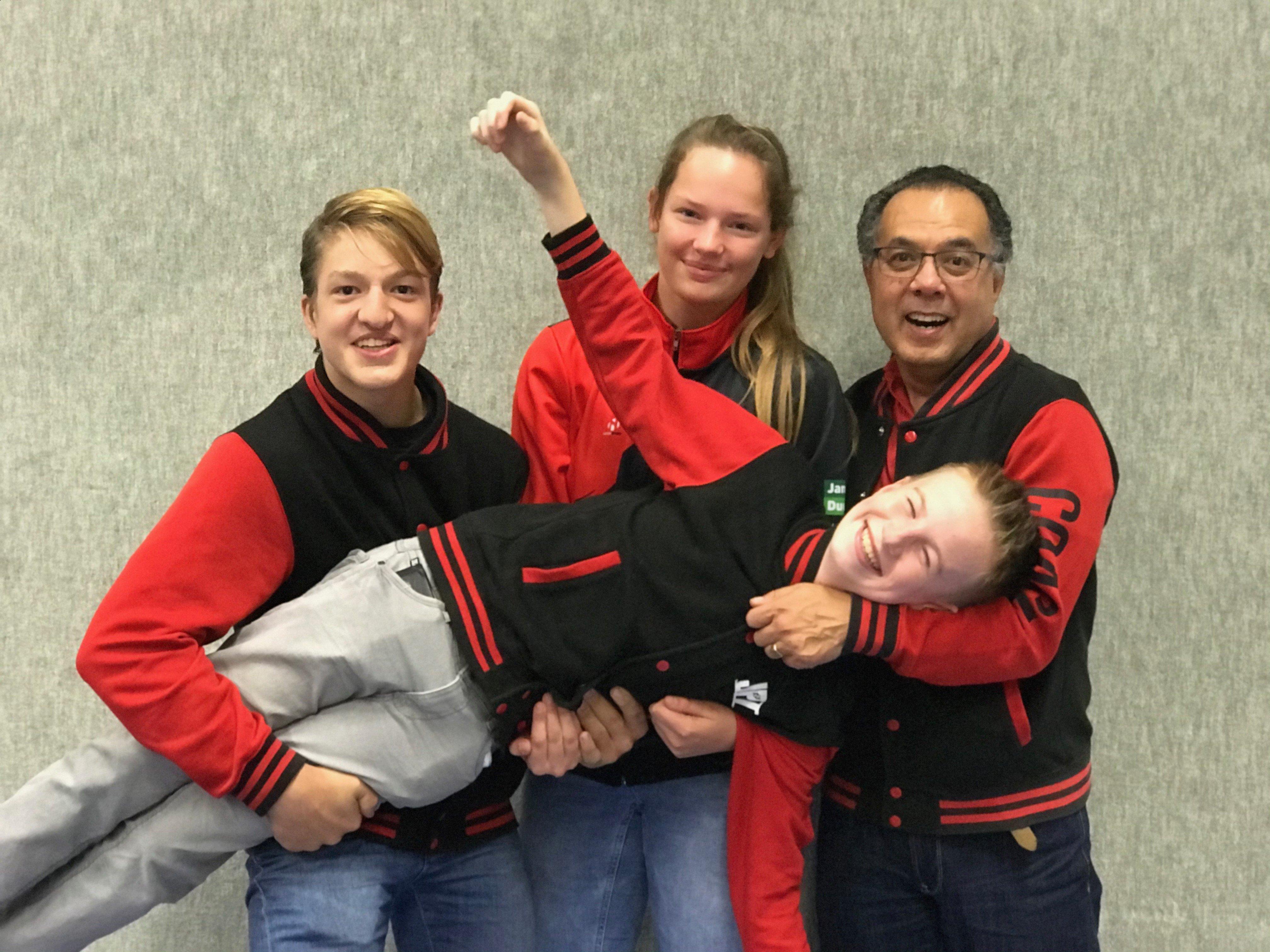 Begeleidingsteam. vlnr Marijn Hanstede, Eva-loes Huitsing en Ferry Evenberg. Dwarsligger: Bjorn Linde.