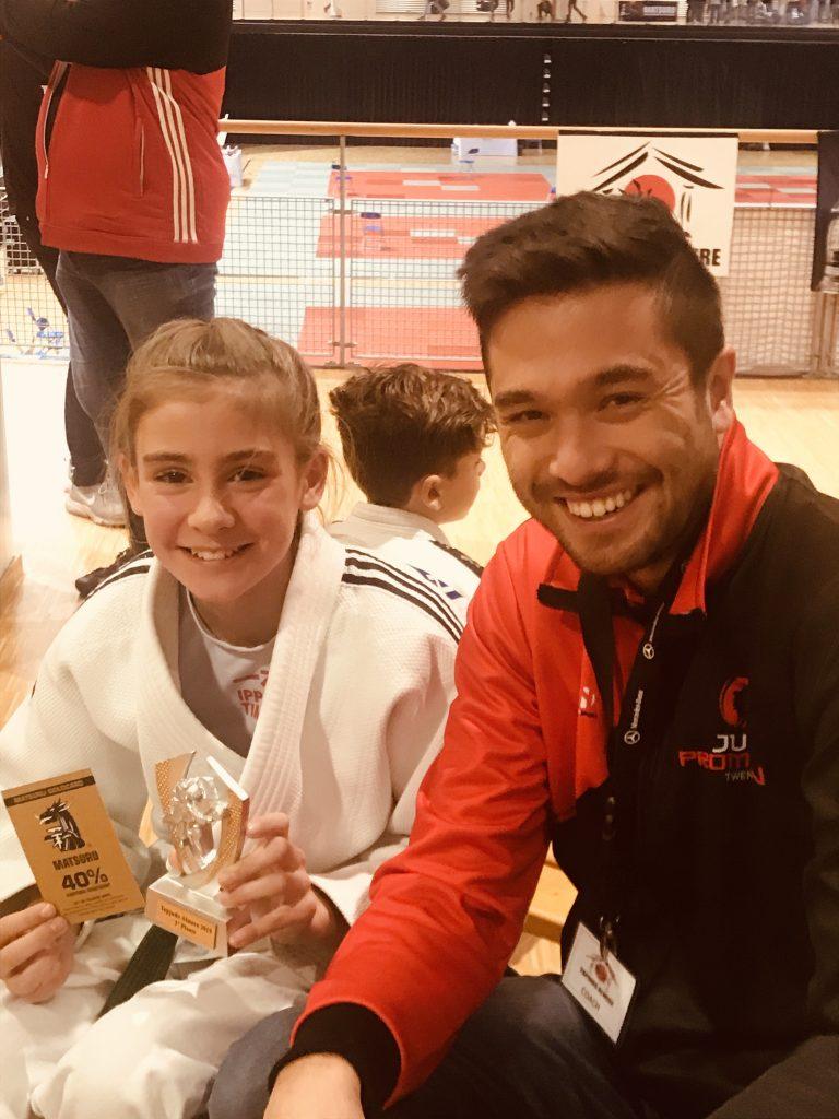 Hanneke Plaggemars met trotse coach Martin Evenberg na behalen goud in Almere