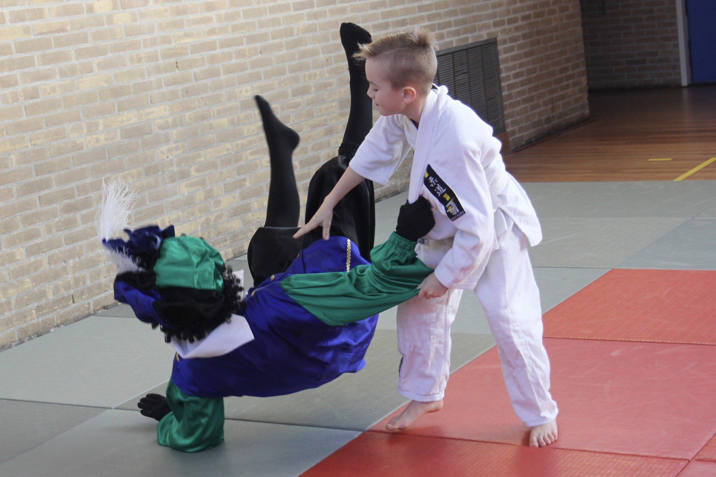 Guus van Tongeren werpt judopiet