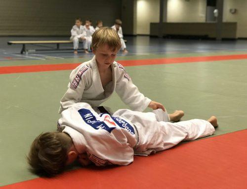 Judo Promotion Twente krijgt bezoek van Pieten zonder naam.